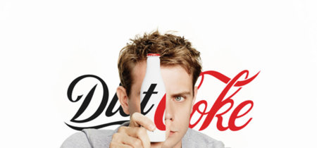 El joven gurú de la moda, el diseñador J.W.Anderson encargado de rediseñar la botella de la Coca-Cola Light