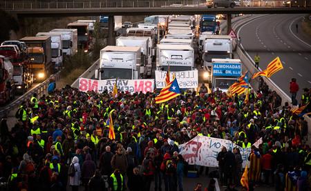 Cortar una autovía es terrorismo: la reforma de 2015 por la que se quiere encausar a los CDR