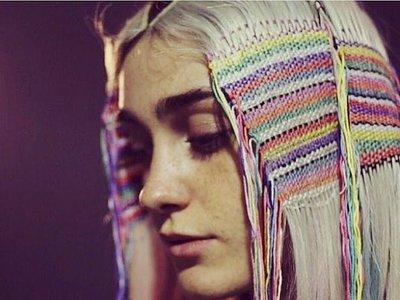 De los creadores de las trenzas con hilos de colores llegan los tapices capilares. ¿Demasiado?