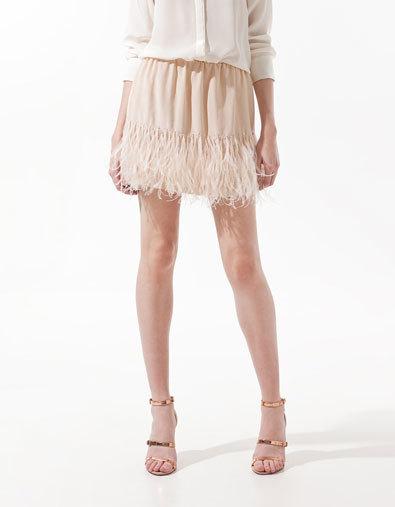 Falda de plumas de Zara