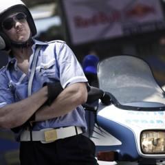 Foto 6 de 10 de la galería red-bull-x-fighters-de-roma-la-previa-con-una-moto-guzzi-de-la-policia-italiana en Motorpasion Moto