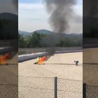 Bandera roja en Montmeló: Tito Rabat acaba en el hospital y su Ducati incendiada