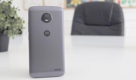 Moto E5: la primera imagen filtrada muestra un sensor de huellas oculto en el logo de Motorola