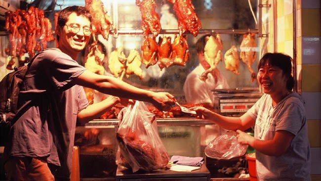 Cheung comprando el pato asado