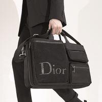 Podría ser el regalo perfecto de Navidad: los bolsos Playground de Dior Homme