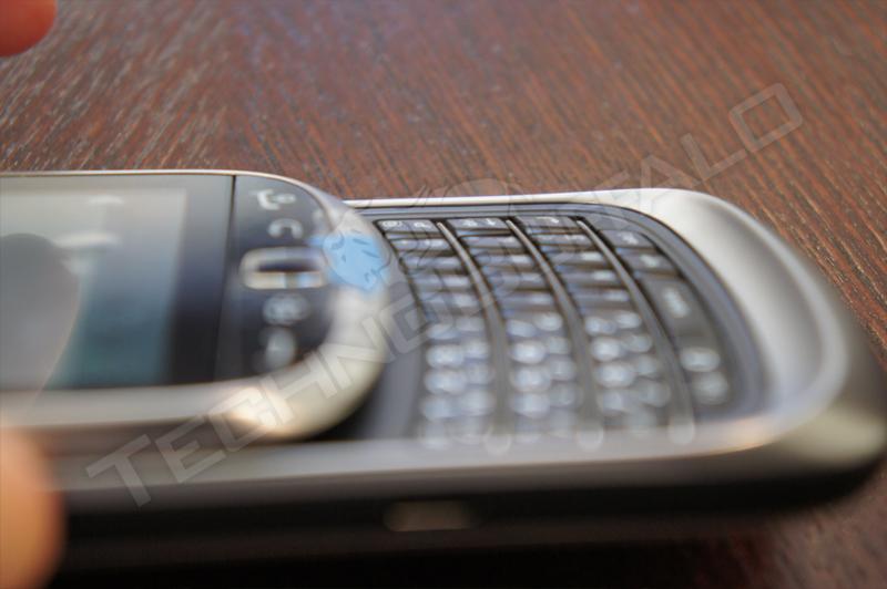 Foto de BlackBerry Torch 2 9810, más imágenes del nuevo híbrido de RIM (10/22)