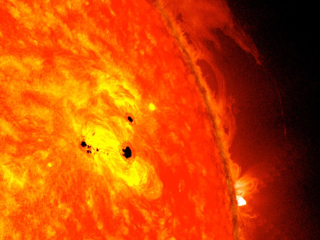 Nasa S Sdo Observes Fast Growing Sunspot