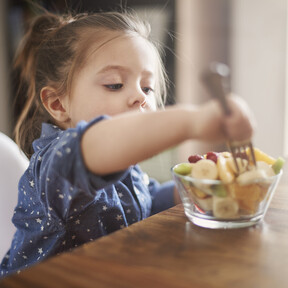 Cómo ganarle terreno a los ultra procesados y hacer más saludable la dieta de los niños