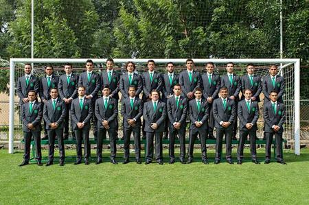 Selección Mexicana vistiendo Ermenegildo Zegna