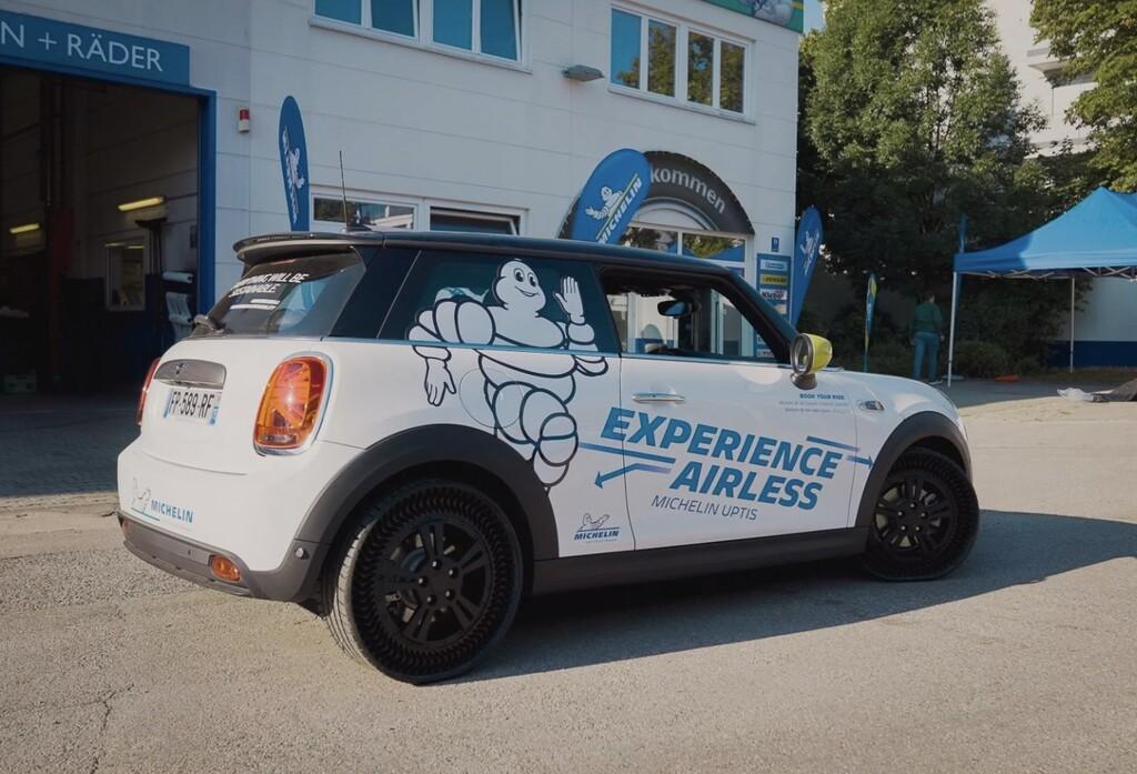 Las ruedas sin aire que no se pinchan de Michelin siguen avanzando: así ve Michelin el futuro de los neumáticos