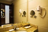 Bajar la tarifa de hotel, resignando servicios