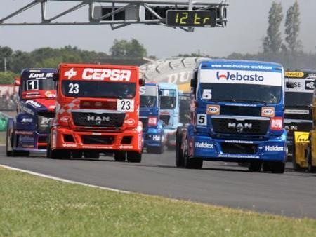 Antonio Albacete no se baja del podio en Nogaro