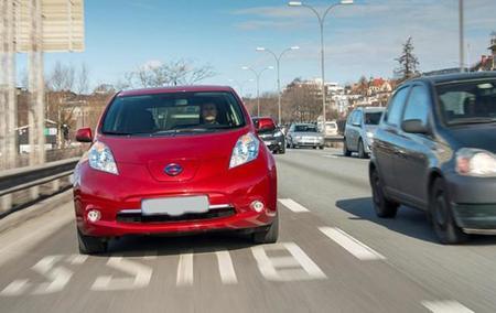 Los coches eléctricos obstruyen los carriles bus en Oslo