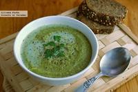 Crema de brócoli y calabacín con leche de almendras. Receta