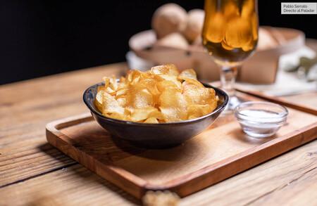 Cómo hacer patatas chips en casa, receta sencilla del aperitivo más tentador (con vídeo incluido)