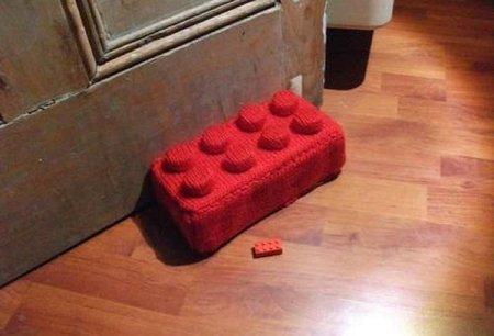 Hazlo tú mismo: topes para puertas como piezas de Lego