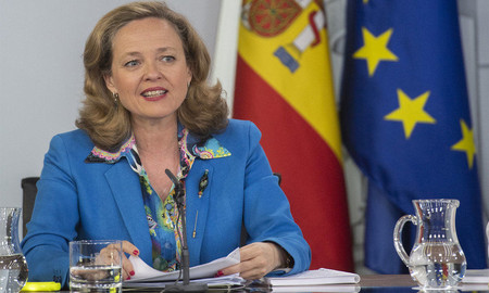 Ministra Economia Hacienda Nadia Calvino Tasa Google
