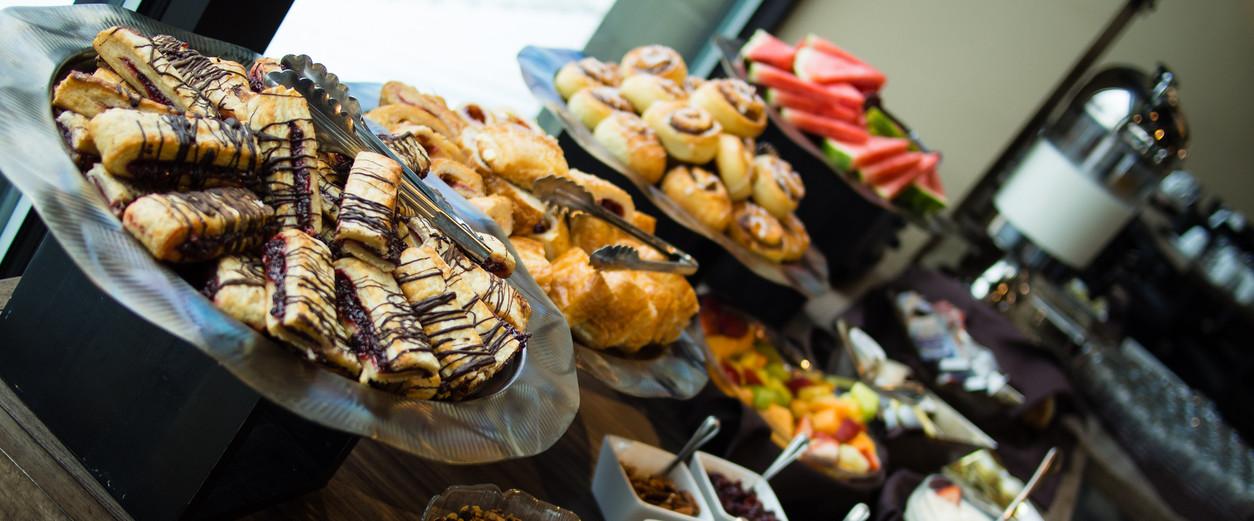 Buffet de desayuno del hotel en vacaciones: consigue un plato saludable