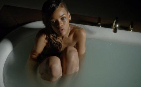 'Stay', lo nuevo de Rihanna, económico y pasado por agua pero aun con esas nos gusta
