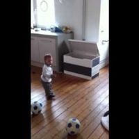Un bebé de 18 meses ficha por un equipo de fútbol holandés