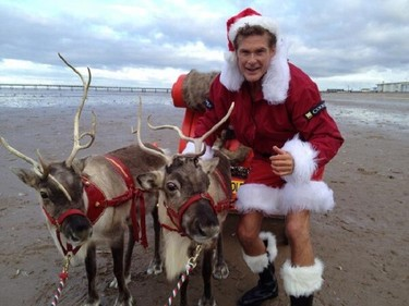 David Hasselhoff vuelve a darme miedo y frío por Navidad