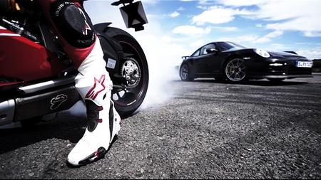 Porsche GT2 RS vs Ducati 1199 Panigale S, el duelo más espectacular hasta la fecha