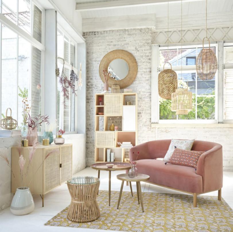 Sofá de 2/3 plazas de terciopelo rosa.