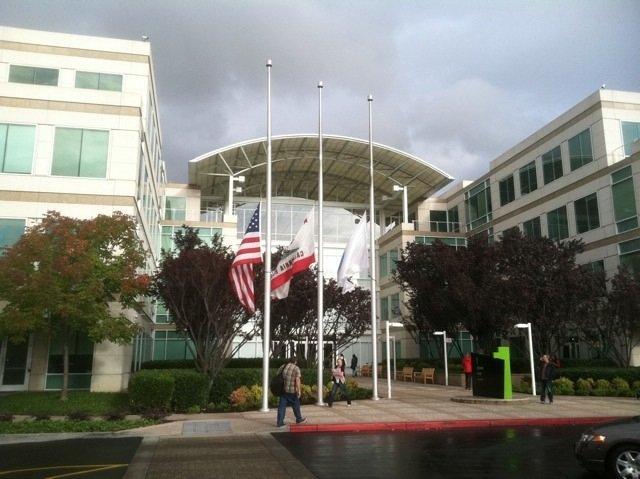cupertino banderas apple campus