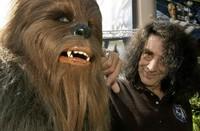 Peter Mayhew volverá a ser Chewbacca en 'Star Wars. Episodio VII'