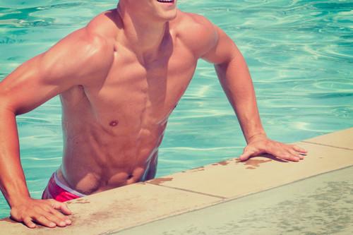 Tres entrenamientos diferentes que puedes realizar en la piscina