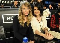 Selena cariño, tienes que elegir: o Taylor Swift o Justin Bieber pero los dos... no
