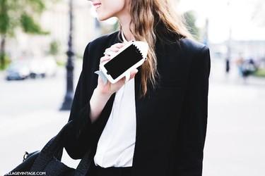 Outfits perfectos para llevar el nuevo iPhone 6 y que no se doble en el intento