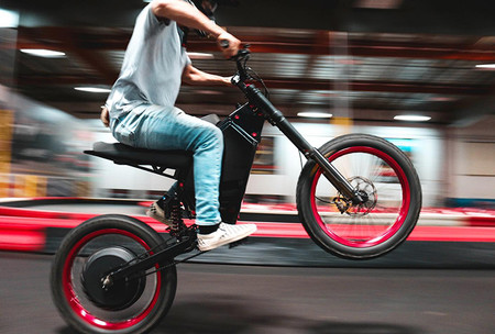 La Recon es una bicicleta eléctrica que acelera de 0 a 80 km/h en menos de 5 segundos y no es nada barata