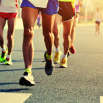 ¿Por qué me duelen las pantorrillas al correr? Causas y soluciones para el dolor de tibial anterior