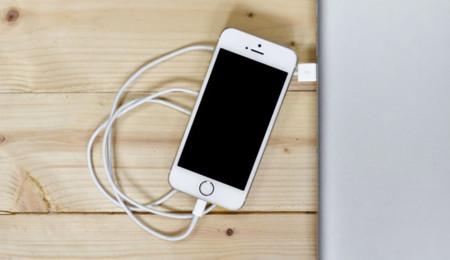 iPhone conectado por el Lightning
