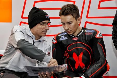 Jorge Lorenzo operado con éxito de su lesión en la mano izquierda, pero será baja en los próximos test