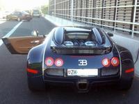 Roban 19 coches de lujo en una compra venta de Madrid