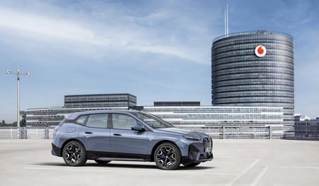 Vodafone lleva el 5G al coche por 5 euros al mes: Vodafone OneNumber Car se estrenará en el BMW iX