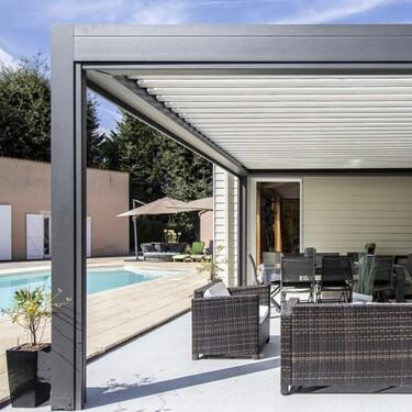 Abrisud presenta su nueva colección de cubiertas de piscina, pérgolas bioclimáticas y carports
