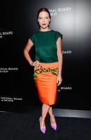 Lea Seydoux te enseña cómo lucir un peinado efecto wet y piel de porcelana en los premios National Board