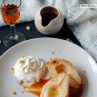 Peras asadas al caramelo con chantilly. Receta