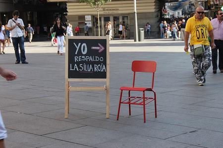 Una silla roja para garantizar el derecho a la Educación