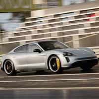 ¡Imparable! Porsche Taycan destroza el cronómetro y establece récord de velocidad en el 1/4 de milla