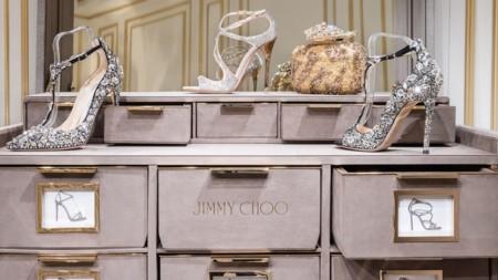 Para festejar su 20 aniversario Jimmy Choo crea un baúl donde poder almacenar los 20 pares de zapatos de su Memento Collection
