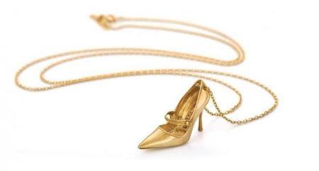 En oro amarillo y cadena