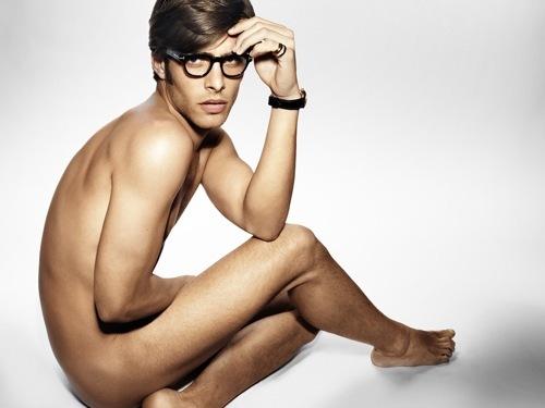 Foto de Tom Ford lo vuelve a hacer: desnuda a sus modelos (1/6)