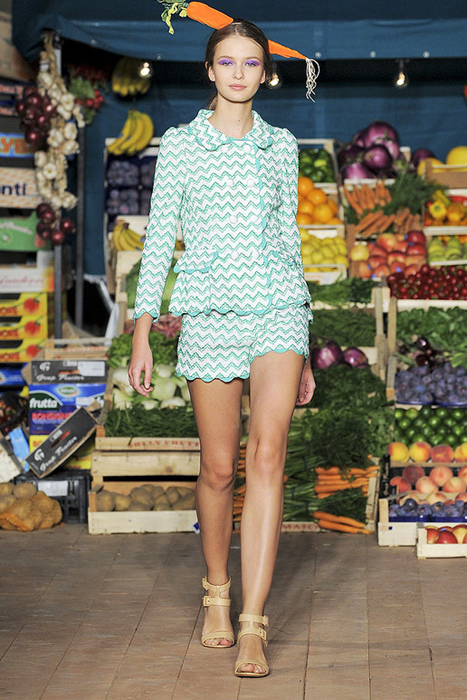 Foto de Moschino Cheap and Chic Primavera-Verano 2012 (24/28)