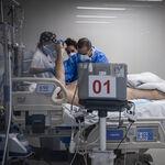 El debate moral sobre si es adecuado difundir las historias de los antivacunas que mueren de covid