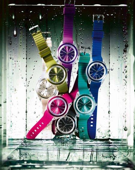 Apúntate a la moda de los relojes de colores con Esprit
