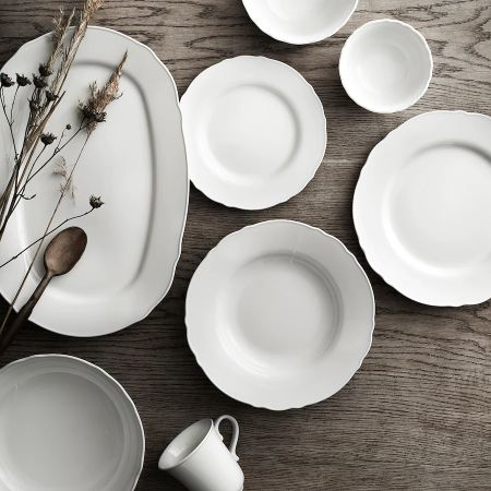 Vajilla blanca de borde suavemente rizado de porcelana de estilo rústico